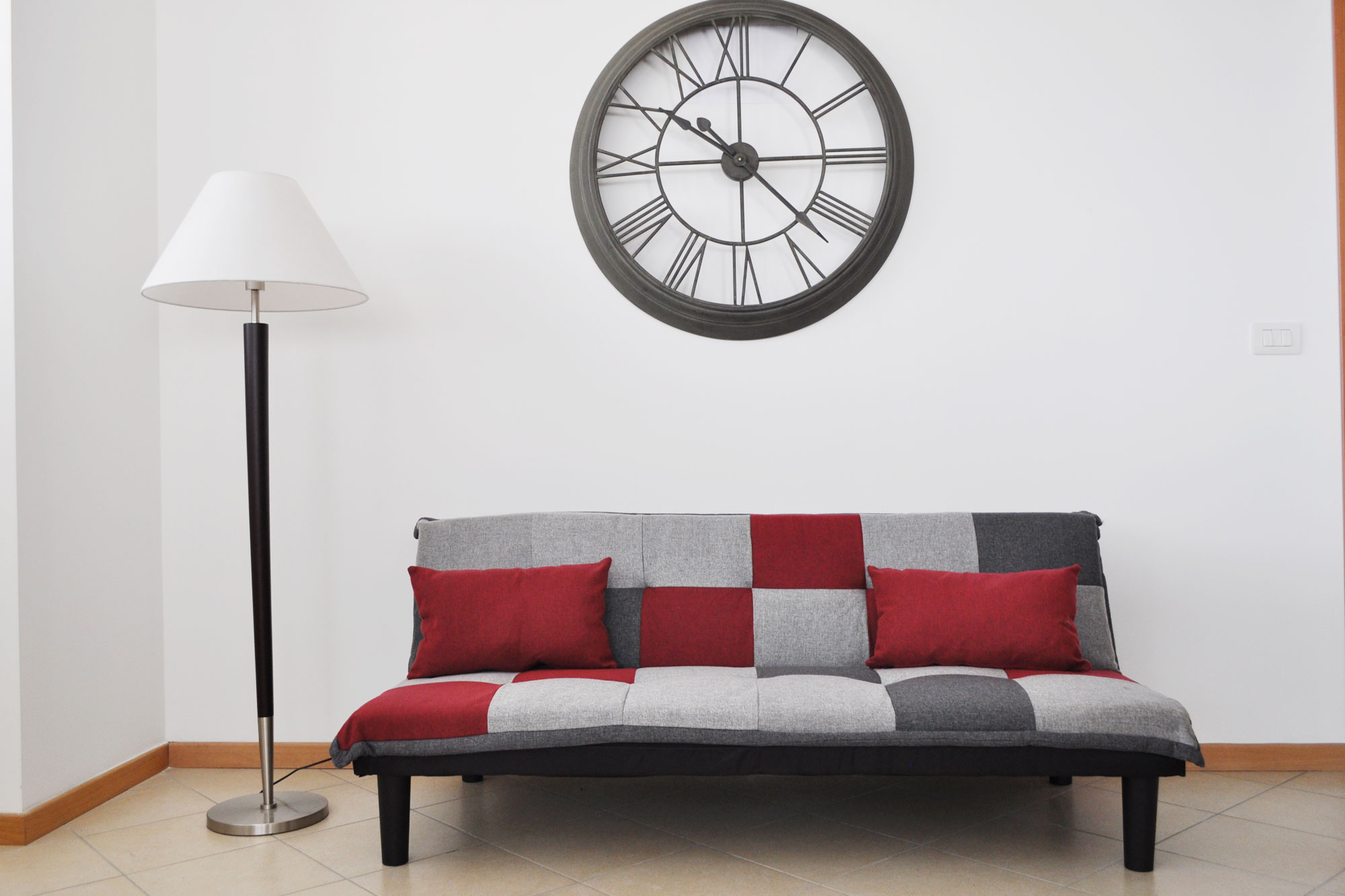 Divano Rosso E Grigio divano letto clic clac russell in tessuto grigio scuro